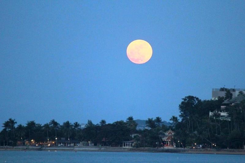 full-moon-over-see-daeng